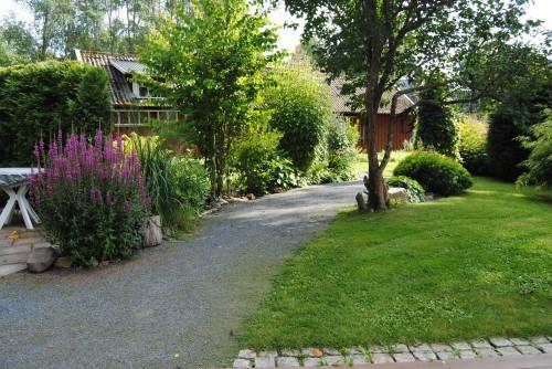 Trädgårdsgång av stenmjöl